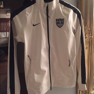 NIKE-NWT  OFFICIAL SOCCER USA  JACKET